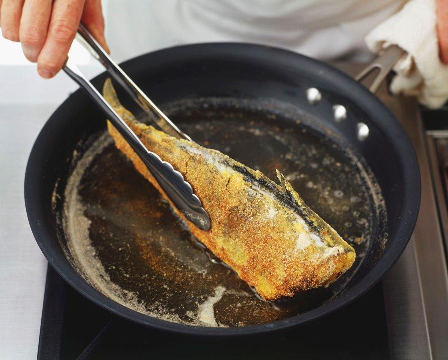 Frying-fish-GettyImages-75376164-589d25f15f9b58819cb7b2b7
